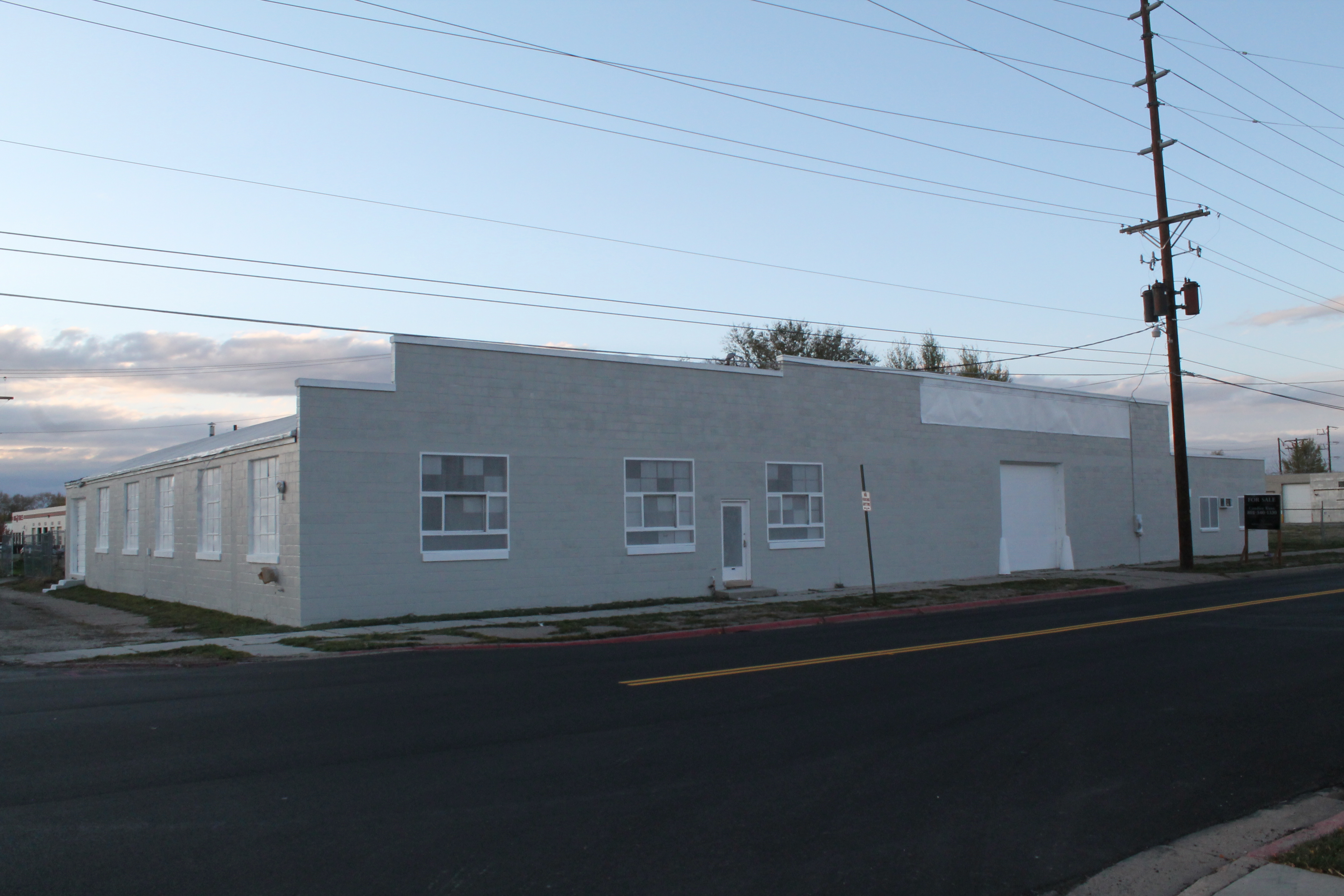 12,040 SQ FT Commercial / Warehouse!